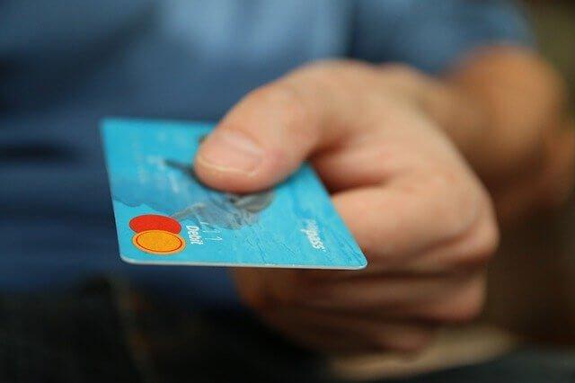 Оплата бесконтактной картой плюсы