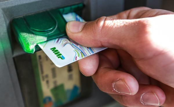 Комиссии при снятии денег через банкомат