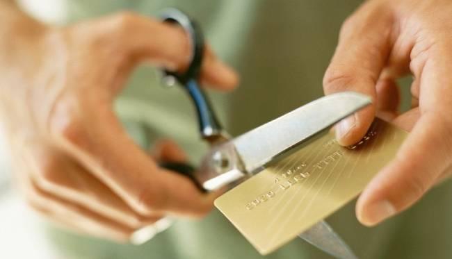 Списание запрещено истек срок действия кредитки