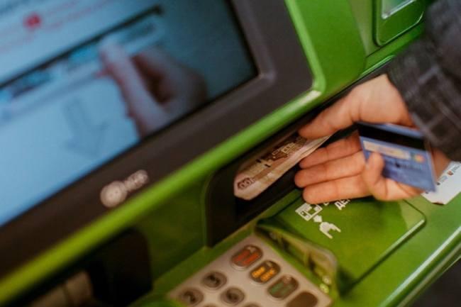 Снять деньги с дебетовой карты Сбербанка - комиссия