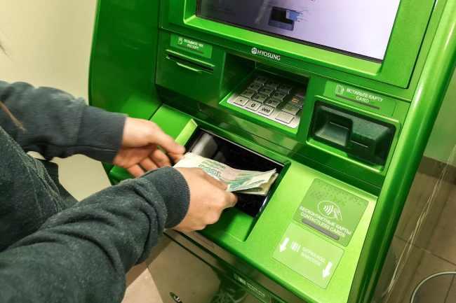 Снять деньги с дебетовой карты Сбербанка