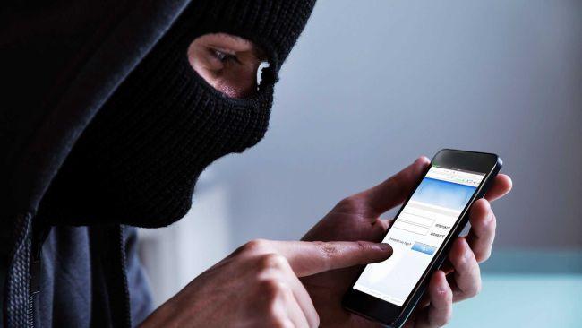 Установить на смартфоне защитный пароль